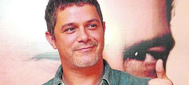 """Alejandro Sanz tacha de """"cobardes"""" a los políticos por no apoyar la ley Sinde"""