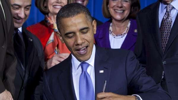 Obama firma la abolición de la ley