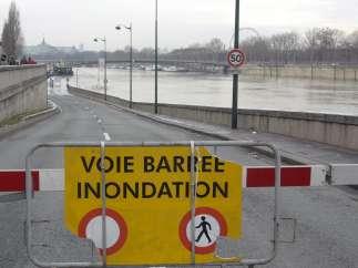 El río Sena desbordado