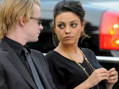 Macaulay Culkin y Mila Kunis