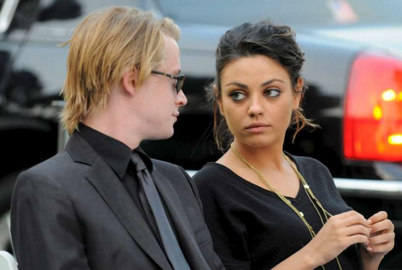 Mila Kunis y macaulay culkin