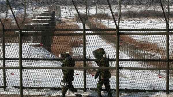 Soldados surcoreanos patrullando