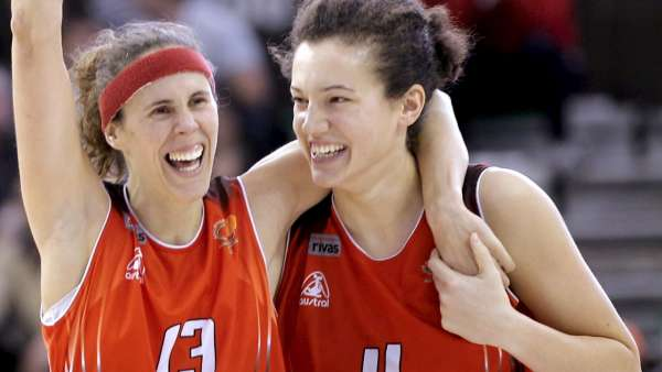 Amaya Valdemoro y Laura Nicholls
