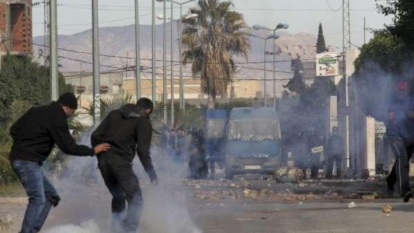 Graves disturbios en Túnez