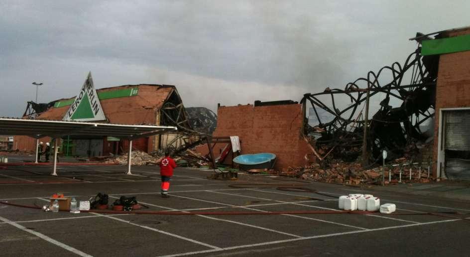 Un incendio arrasa un centro comercial en majadahonda - Cuanto se cobra en leroy merlin ...
