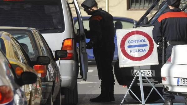 Control policial de los Mossos en Salt.