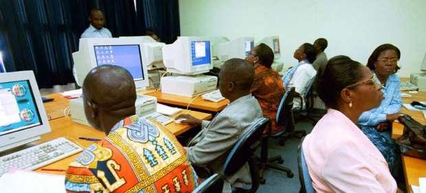 El acceso a Internet es todavía minoritario y su penetración cae por cuarto año consecutivo
