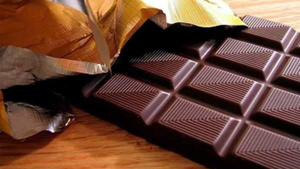 Comer chocolate habitualmente se asocia con un menor riesgo de ictus y enfermedad cardiaca