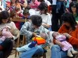 Mujeres amamantando a sus bebés
