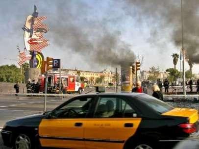 Taxi circulando por Barcelona.