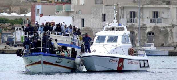 Inmigrantes tunecinos en Lampedusa