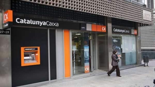 La fiscal a abre diligencias para investigar las altas for Caixa de catalunya oficinas