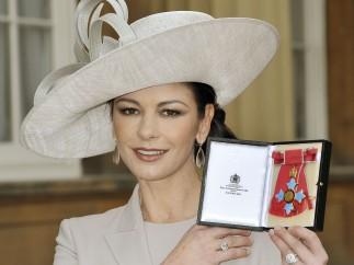 Catherine Zeta-Jones condecorada