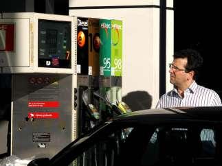 Repostando en la gasolinera