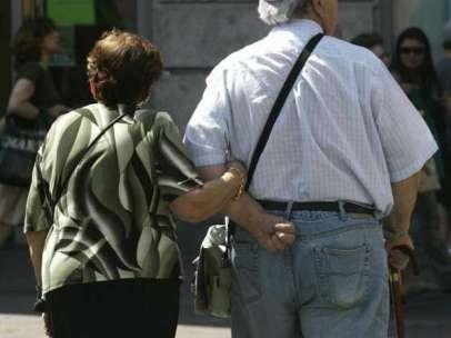 Ancianos paseando