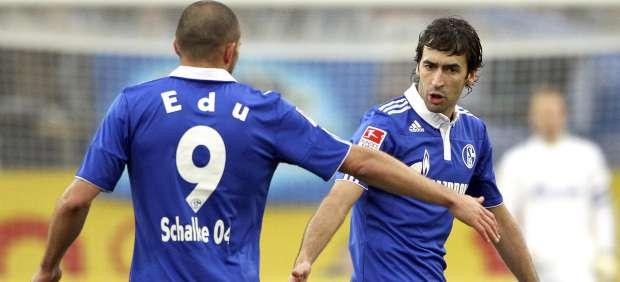 Raúl González y Edu, del Schalke