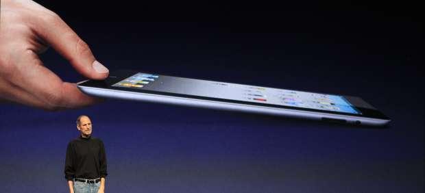 Steve Jobs aparece por sorpresa para presentar el iPad 2