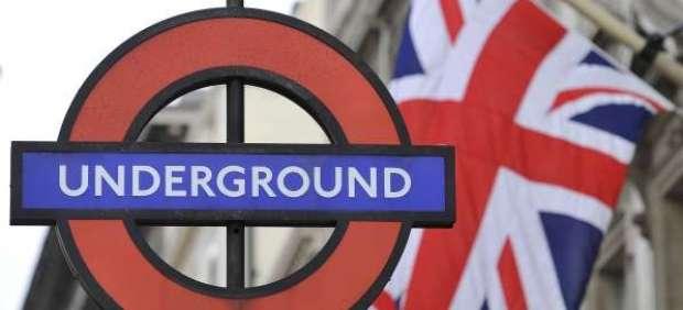 """Muere el locutor del aviso """"Mind the Gap"""" del metro de Londres"""