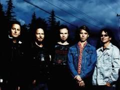 El cantante de Pearl Jam expulsa a un fan por agredir a una mujer