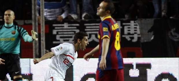 Gol de Navas ante Valdés e Iniesta
