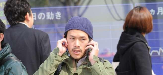 Un hombre en la Bolsa de Tokio.