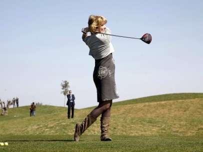 Aguirre jugando al golf