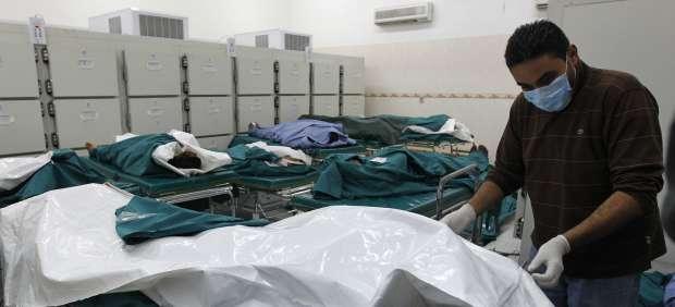 Cadáveres de civiles en Trípoli