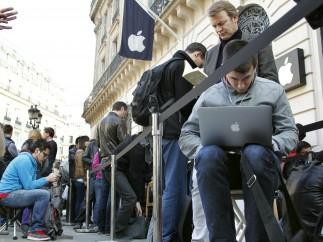 Esperando para comprar el nuevo iPad 2