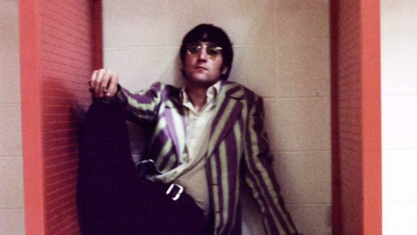 Lennon en el camerino