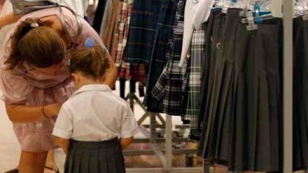 10902dc5abf90  Boom  de los uniformes en los colegios públicos españoles