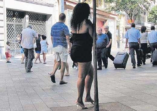 Pareja chicas oral con condón en Jerez de la Frontera