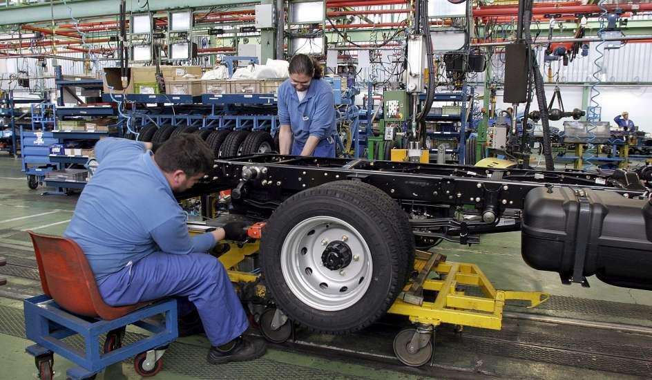 Un ministro galo pide que las fábricas de Peugeot cierren ...
