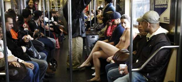 Erica Simone sin ropa en el New York City Subway