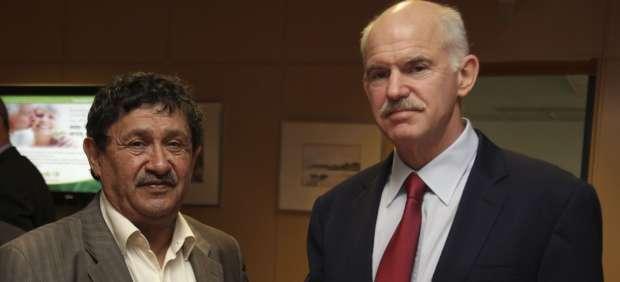 Papandréu y el enviado de Gadafi
