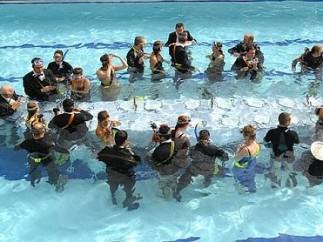 Cena bajo el agua
