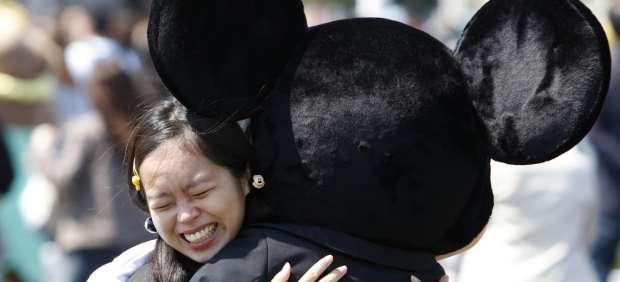 Disneyland en Japón reabre sus puertas un mes después del terremoto