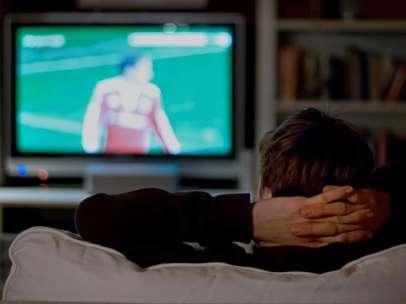 Viendo la televisión