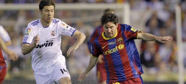 Xabi Alonso y Lionel Messi