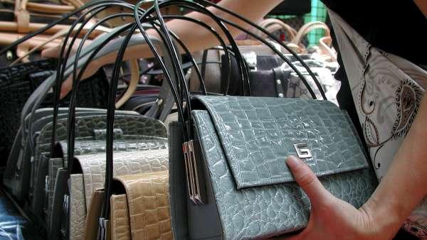 Falsificaciones de varios bolsos
