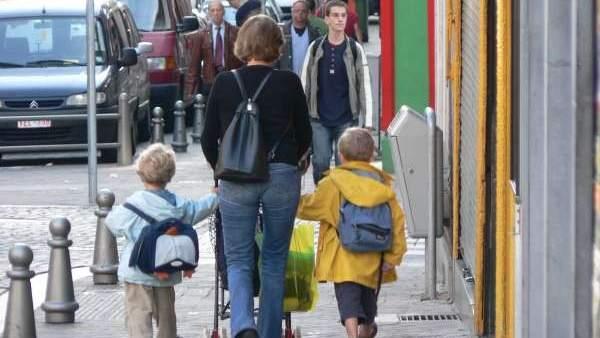 Una madre con sus hijos