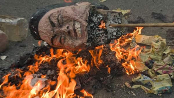Un  muñeco con  la cara de Artur Mas.