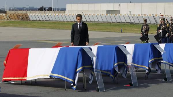 Sarkozy recibe a los fallecidos en Marrakech