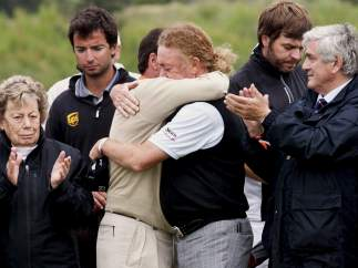 Emotivo abrazo con Jiménez
