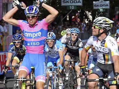 Petacchi y Cavendish en un esprint en el Giro