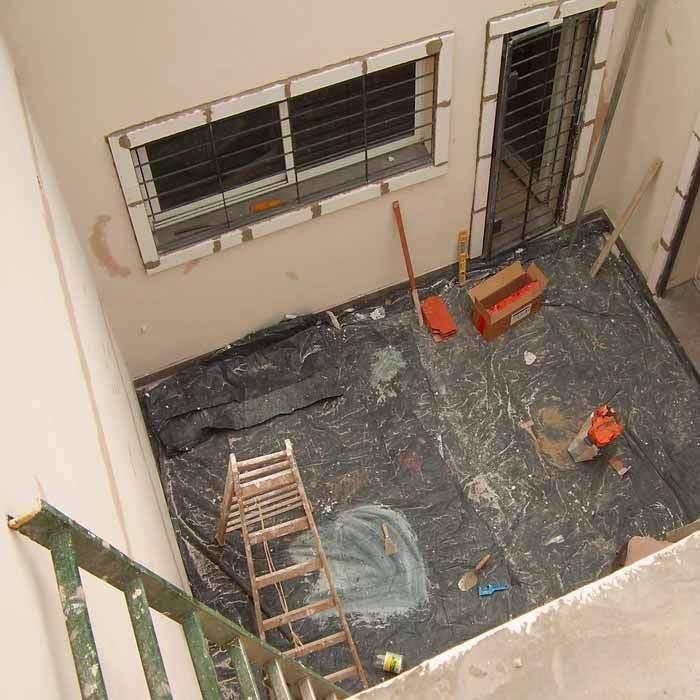 Reformar un piso lo hago por mi cuenta o con constructor for Pisos para patios interiores