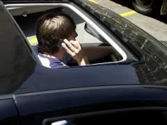Tres de cada 4 jóvenes admiten distraerse al volante, la mayoría por el móvil