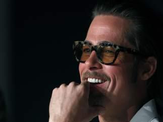 Brad Pitt sonriente