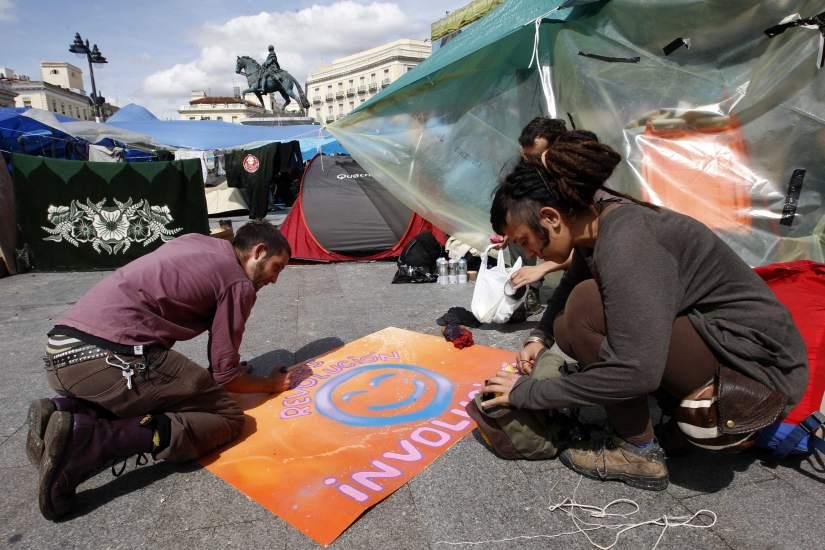 Arreglando las pancartas