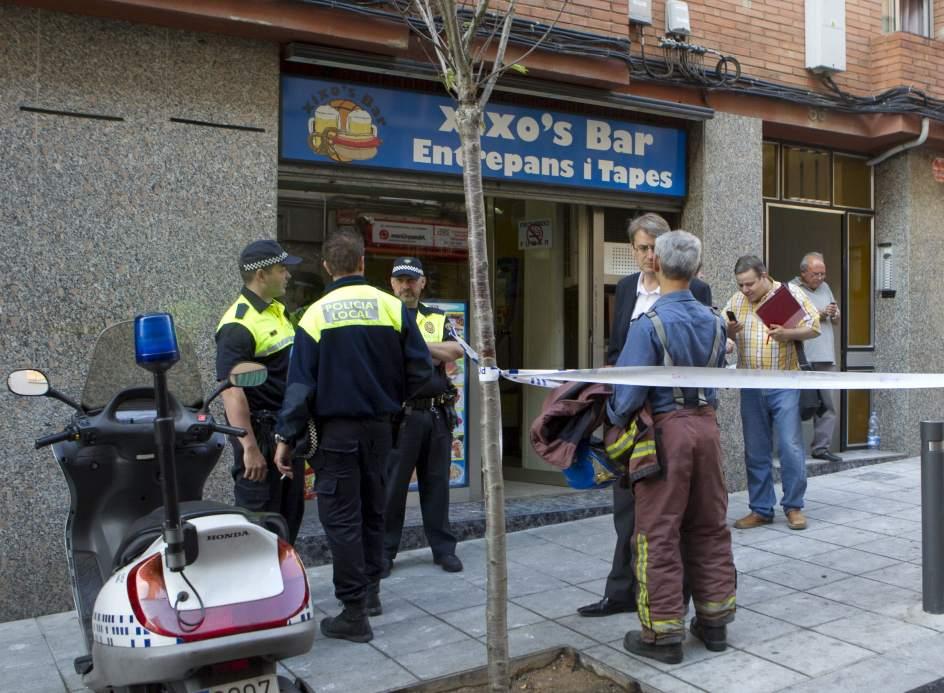 Un muerto y tres heridos en el incendio de un piso en for Pisos en santa coloma de gramenet particulares
