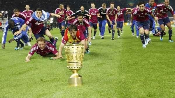 El Schalke de Raúl con la Copa de Alemania